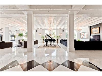 interior design piano columns